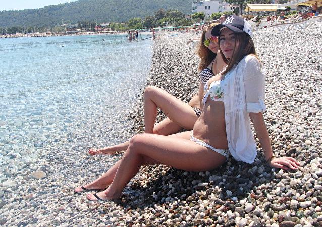 Kemer'e Rus turist akını başladı