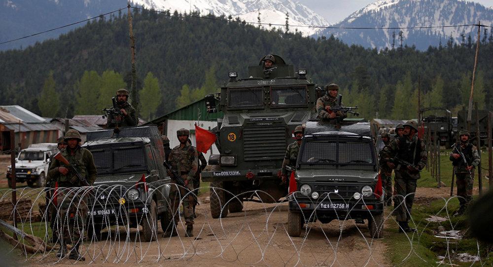 Hindistan'da, Keşmir'de dev operasyon
