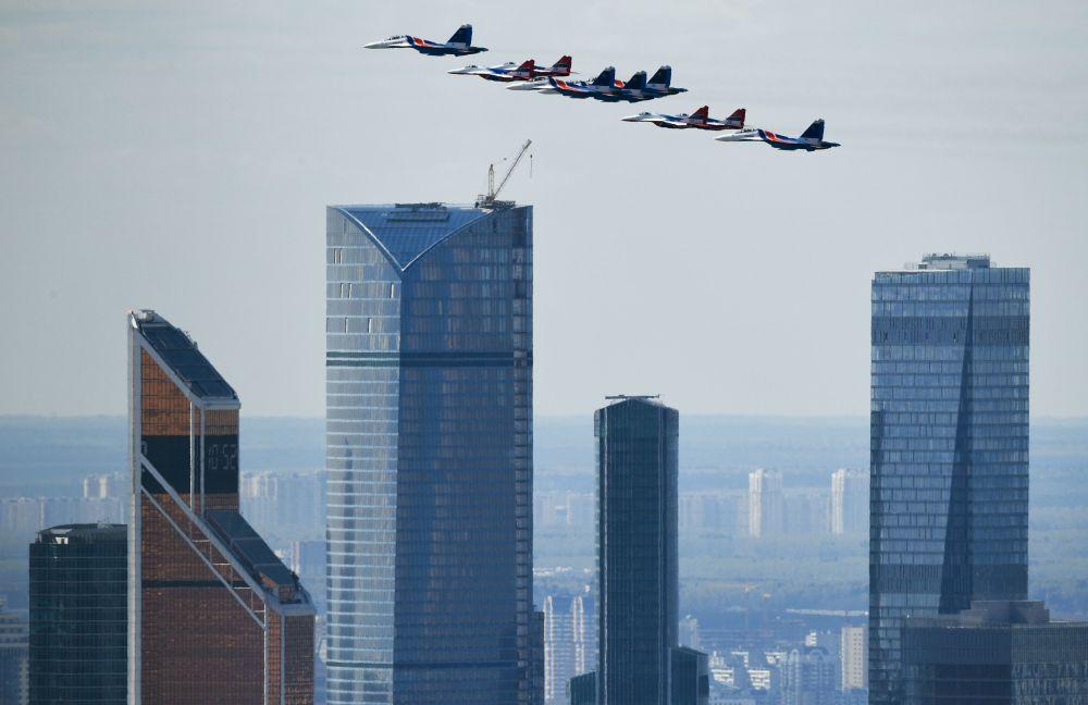 Su-30SM çok fonksiyonlu avcı uçakları.