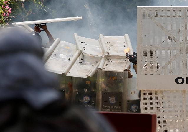 Venezüella'nın başkenti Caracas'ta hükümet karşıtı protestolar