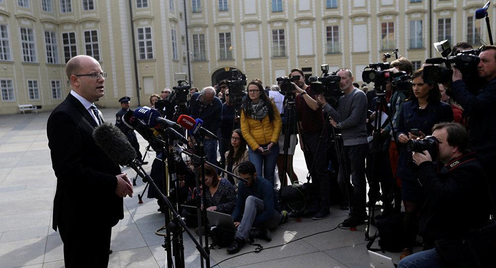 Çekya Başbakanı, istifadan vazgeçti