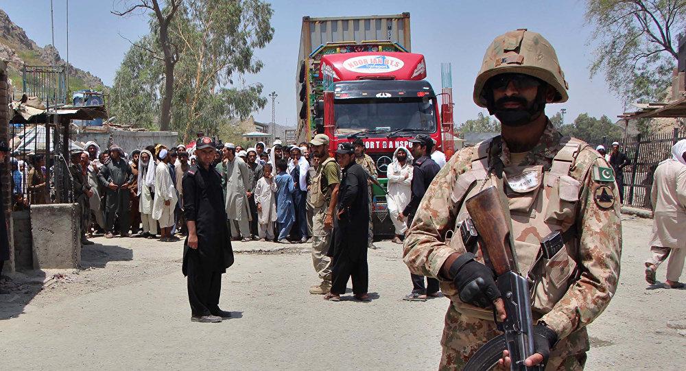 Afganistan sınırındaki Pakistan askerleri