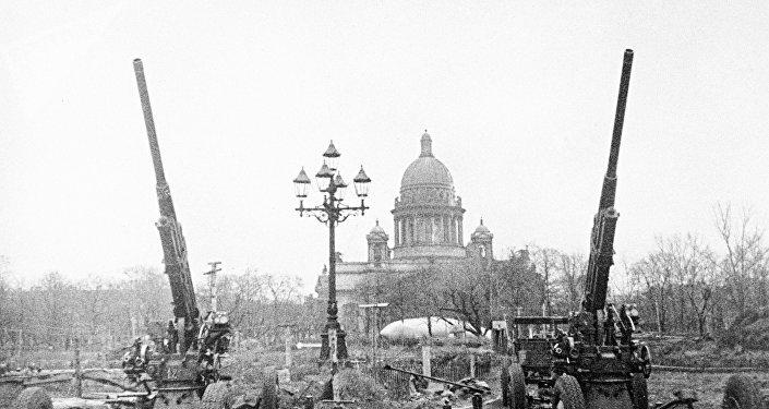 Kuşatma altında Leningrad.