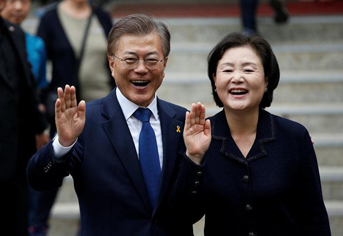 Güney Kore Devlet Başkan Adayı Moon Jae-In ve karısı Kim Jung-sook