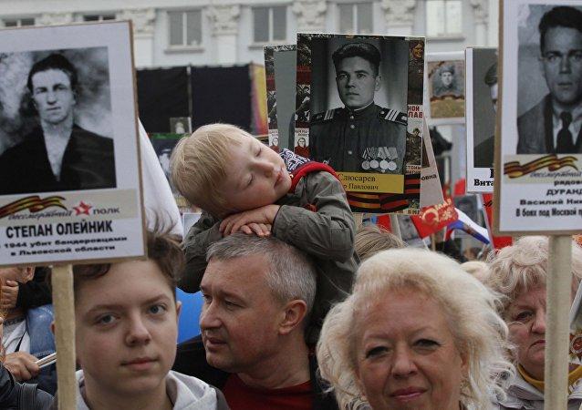 Moskova'da düzenlenen 'Ölümsüz Alay' yürüyüşü