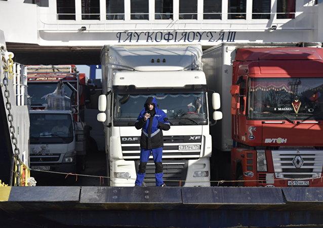 Kırım limanı / Feribot sırası bekleyen TIR'lar