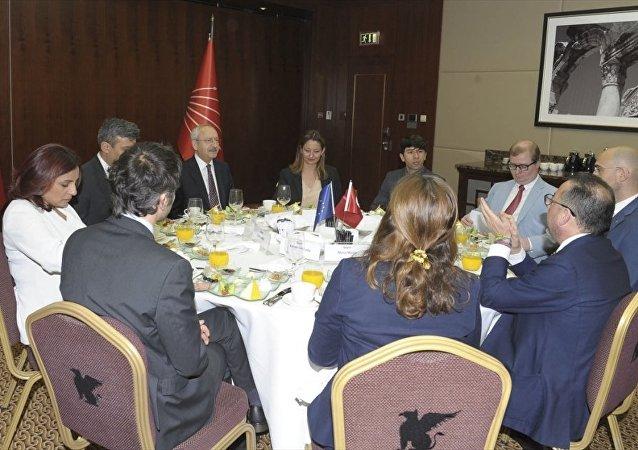 CHP Genel Başkanı Kemal Kılıçdaroğlu ile Avrupa Sosyalist ve Demokratlar Grubu Başkanı Gianni Pitella ve beraberindeki heyet