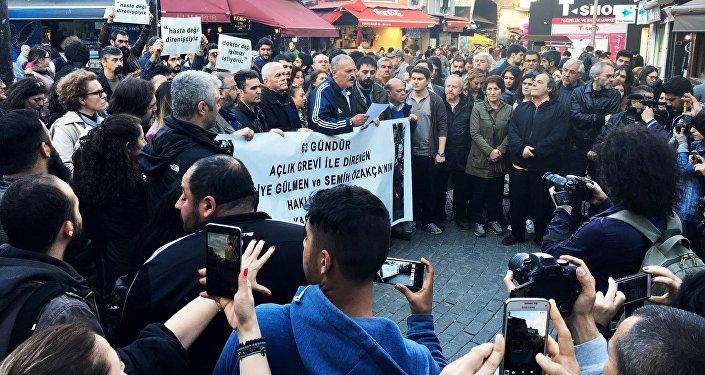 KHK ile ihraç edilen  Nuriye Gülmen ve Semih Özakça açlık grevlerinin 64. gününde