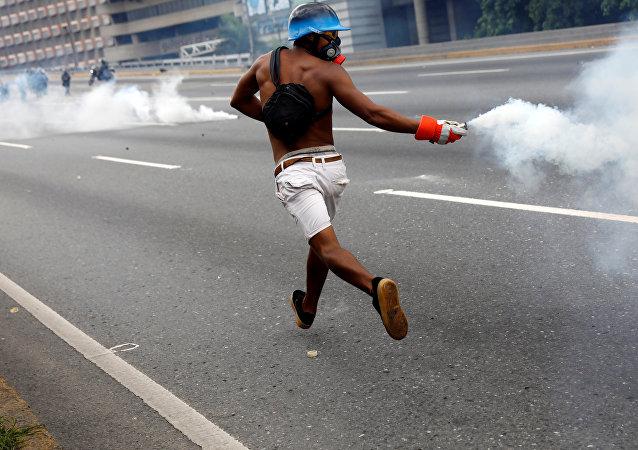 Venezüella'da Maduro karşıtı eylemler sürüyor