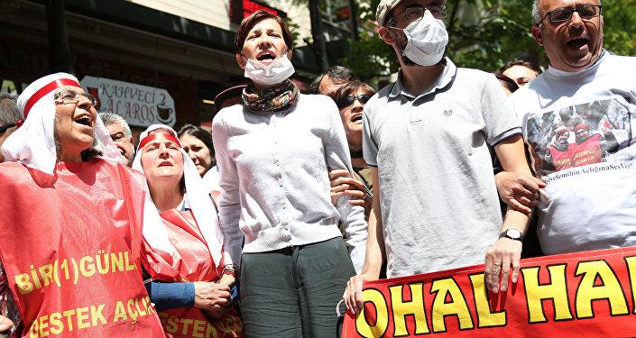 Araştırma görevlisi Nuriye Gülmen ve Öğretmen Semih Özakça