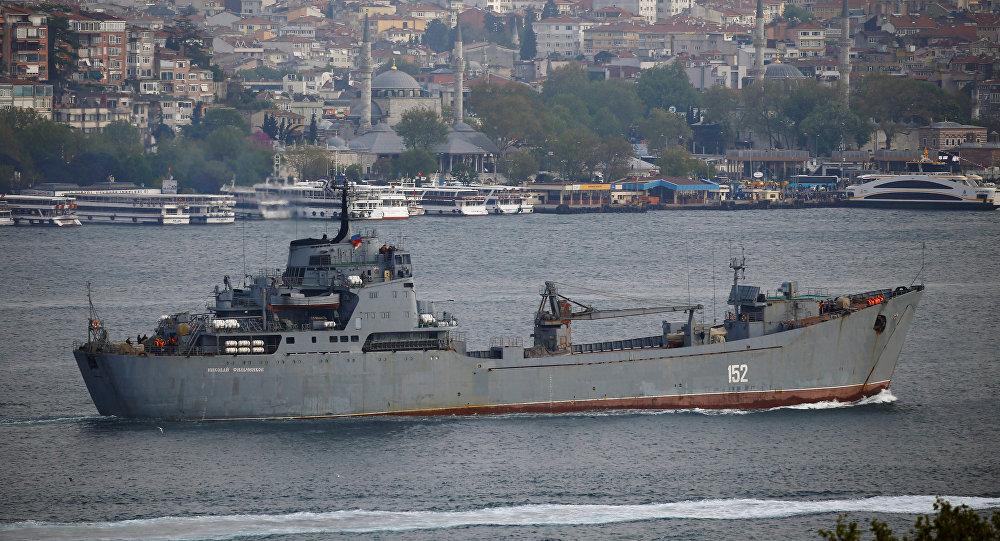 İstanbul Boğazı'nı geçen Rus gemisi
