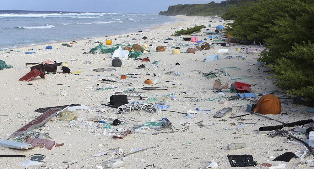 İnsan yok ama tonlarca plastik atık var