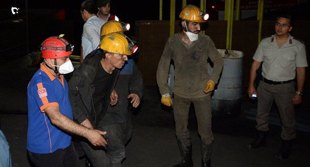 Antalya'da 2 madenci 900 metre derinde mahsur kaldı