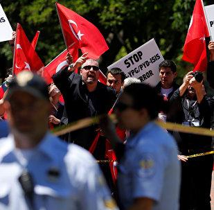 ABD Başkanı Donald Trump ve Türkiye Cumhurbaşkanı Recep Tayyip Erdoğan görüşmesi esnasında Beyaz Saray'ın önünde protestolar vardı.