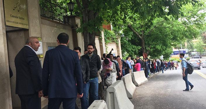 Ankara'da İran seçimleri için oy kuyruğu