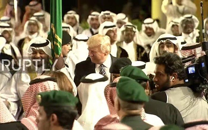 ABD Başkanı Donald Trump'ın kılıç dansı