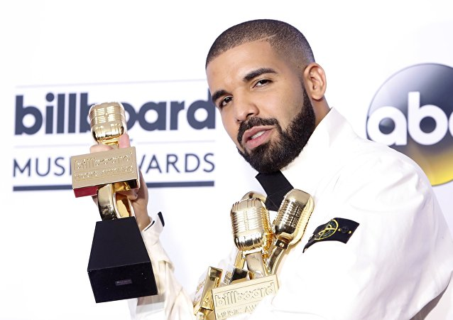 Kanadalı rapçi Drake, 2017 Billboard Müzik Ödülleri'nde 13 ödül birden aldı.