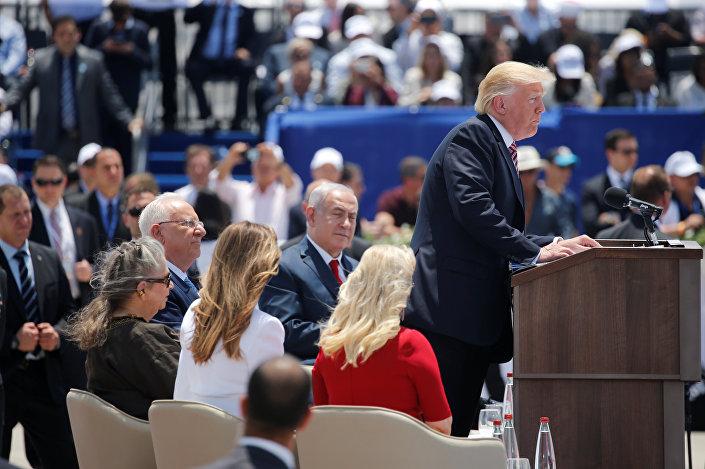 Havalimanındaki törende Reuven'in eşi Nechama, Trump'ın eşi Melania ve Netanyahu'nun eşi Sara da hazır bulundu.