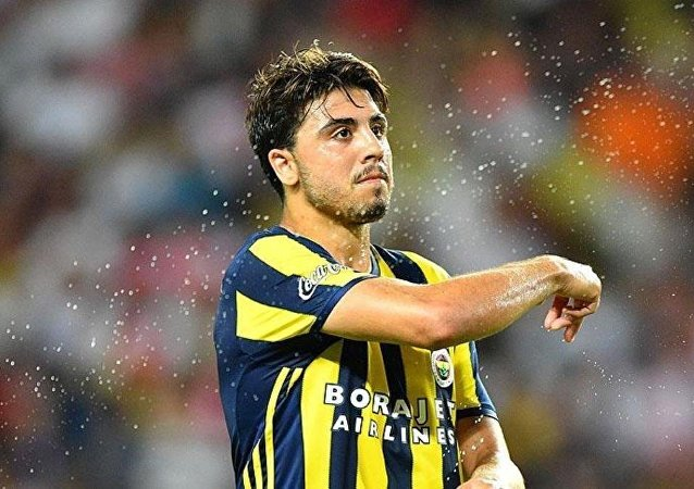 Fenerbahçeli futbolcu Ozan Tufan
