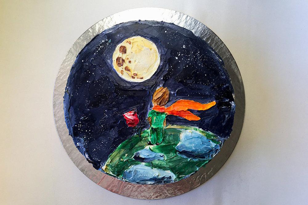 Rusya'da yaşayan Anastasya ve Vitaliy çifti, pastaları tablolara dönüştürdü. 'Marfa' markası altında hizmet veren ikili, pastaların üzerine Van Gogh, Gustav Klimpt gibi ünlü ressamların tablolarını resmetti. Küçük Prens çizimli pasta da en çok dikkat çeken pasta tasarımlarından biri.