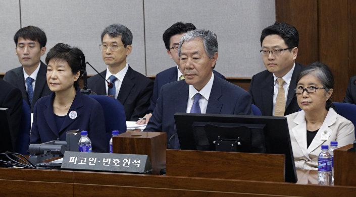 Eski Güney Kore Devlet Başkanı Park Geun-hye ve Choi Soon-sil