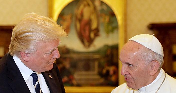 ABD Başkanı Trump, Vatikan'da Papa Francis ile görüştü.