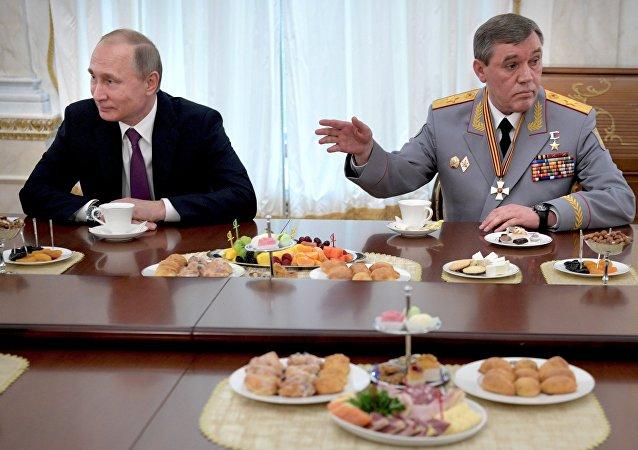 Rusya Devlet Başkanı Vladimir Putin ve Rusya Genelkurmay Başkanı Valeriy Gerasimov