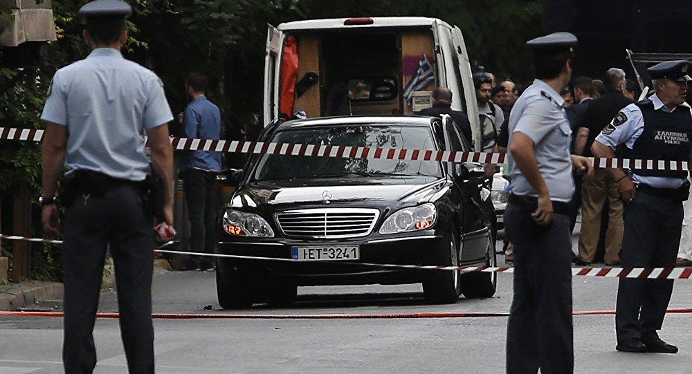 Papadimos'a bombalı zarfla saldırı düzenlendi