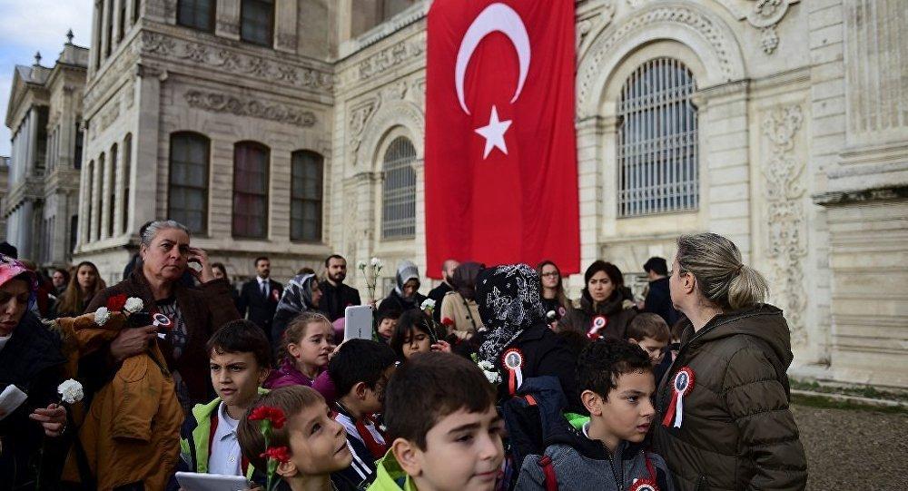 Dolmabahçe Sarayı ilkokul öğrencilerine yasaklanıyor