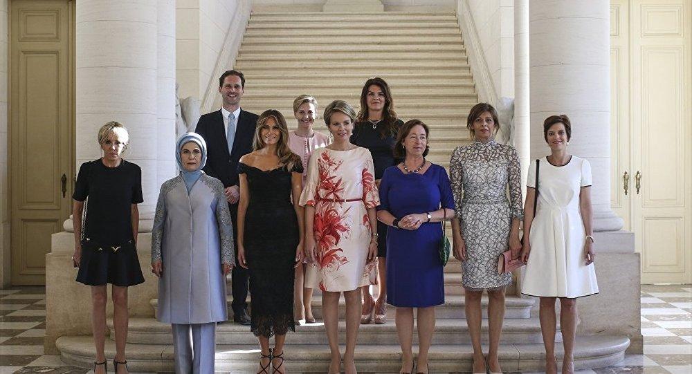 Lüksemburg Başbakanının eşi First Ladyler fotoğrafına girdi