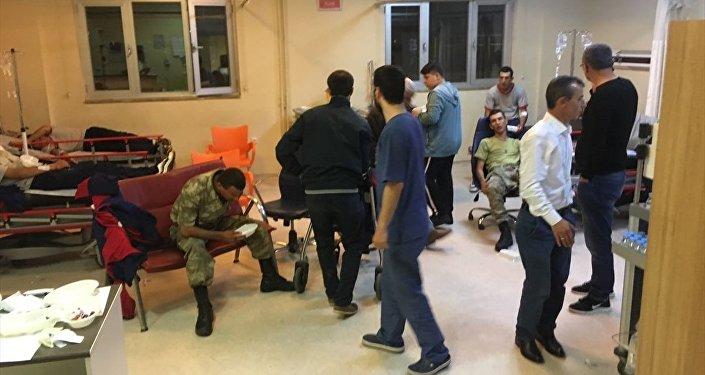 Manisa'nın Kırkağaç ilçesindeki 6. Jandarma Komando Eğitim Alay Komutanlığı'nda rahatsızlanan askerler
