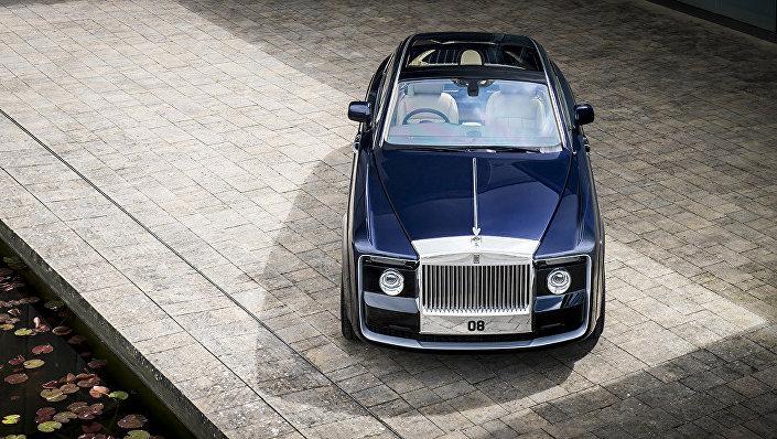 Rolls-Royce dünyanın en pahalı arabası olan Sweptail modelini sundu.