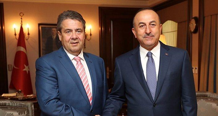 Almanya Dışişleri Bkanı Sigmar Gabriel ve Dışişleri Bakanı Mevlüt Çavuşoğlu