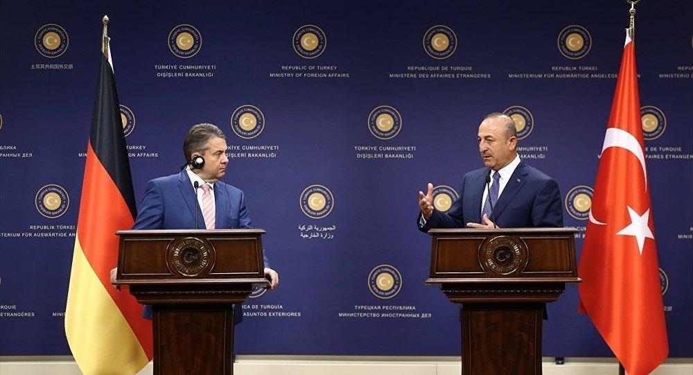 Almanya Dışişleri Bakanı Sigmar Gabriel ve Dışişleri Bakanı Mevlüt Çavuşoğlu