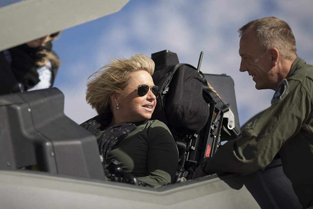 Hollanda Savunma Bakanı Jeanine Hennis-Plasschaert
