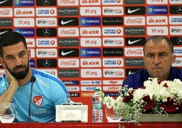 Futbolcu Arda Turan ve Milli Takım Teknik Direktörü Fatih Terim