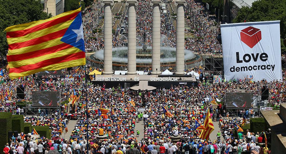 Katalanlar, İspanya'dan ayrılmak için sokakta