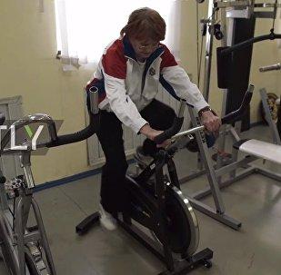 91 yaşındaki Rus kadından gençlere spor dersleri - VİDEO
