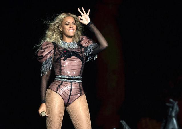 Forbes dergisi,dünyanın en çok kazanan ünlülerini açıkladı