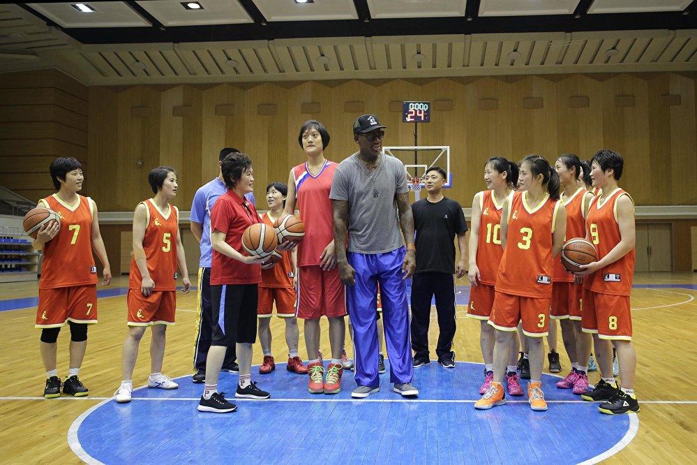 Rodman'ın ziyareti sırasında Kuzey Kore lideri ile görüşüp görüşmeyeceği bilinmiyor. Eski NBA yıldızı gazetecilerin ziyaretle ilgili sorularını da Hava biraz sıcak bebeğim. Ama sorun yok diyerek geçiştirdi.
