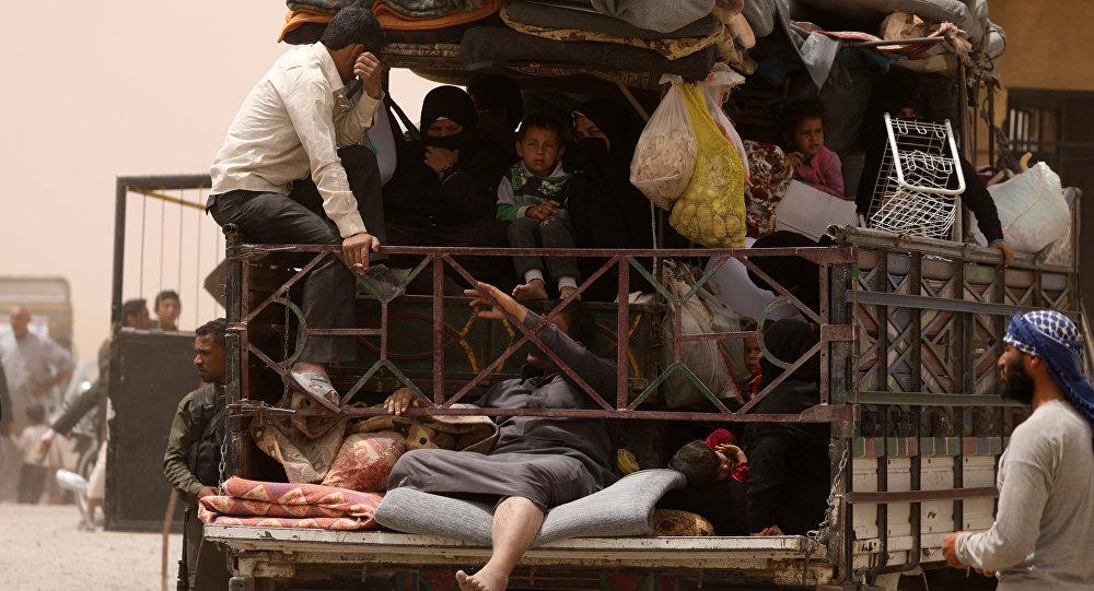 Rakka'dan kaçan siviller