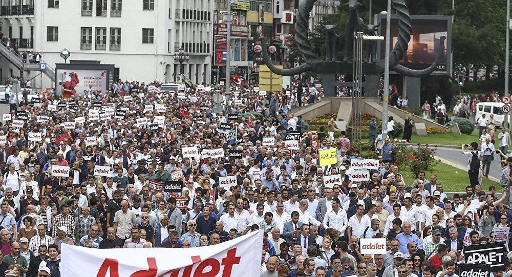 CHP, İzmir'den de İstanbul'a yürüme kararı aldı