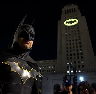 Los Angeles'da Adam West anısına 'Yarasa Sinyali'