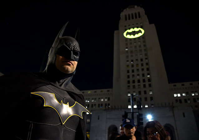 Los Angeles'da Adam West anısına 'Yarasa Sinyali'