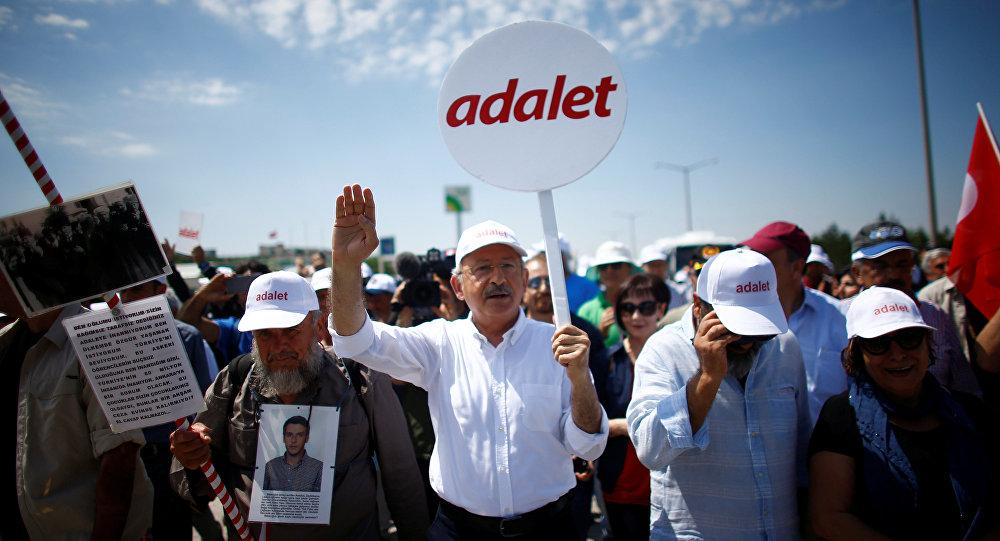 'Adalet Yürüyüşü'ne Sosyalist Enternasyonal'den destek