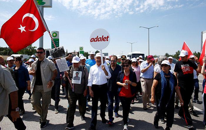 Bekaroğlu Bir AKP vekili organizasyonuyla 'Adalet Yürüyüşü'nü tahrik edici eylemler