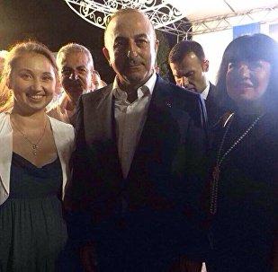 """Rusya'nın Kuzey Osetya-Alanya Cumhuriyeti ünlü opera sanatçısı Amaga Gotti, Dışişleri Bakanı Mevlüt Çavuşoğlu ile yaptığı görüşmeden büyük memnuniyet duyduklarını anlatarak, """"Sayın Çavuşoğlu benim Osetya-Alanyalı olduğumu öğrenince hoş bir şekilde şaşırdı"""" dedi."""