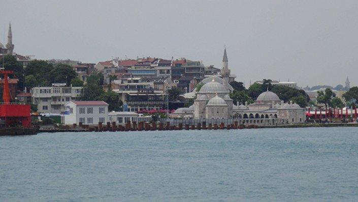 Mimar Sinan'ın son eserlerinden Şemsi Paşa Cami'nde kazık çatlağı