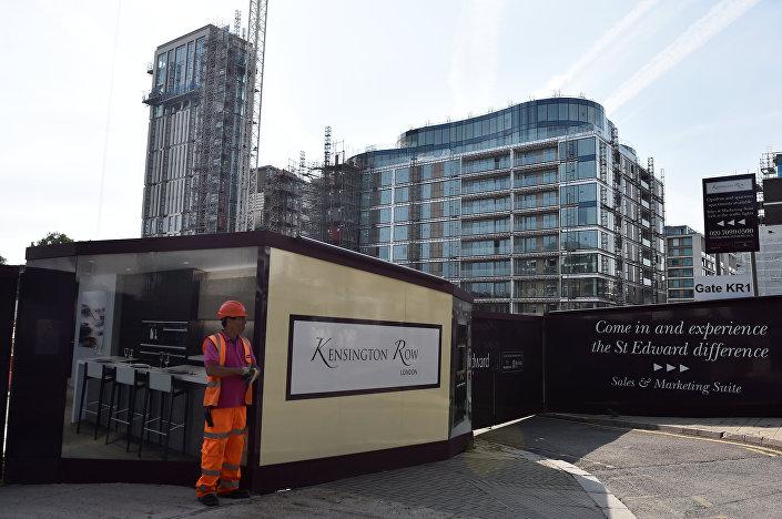 Grenfell Tower'ın sahibi Kensington & Chelsea Belediyesi, yangında evlerini kaybeden ailelere, bölgedeki 2 milyar sterlinlik lüks bir siteden mobilyalı 68 dairenin temin edileceğini duyurmuştu.