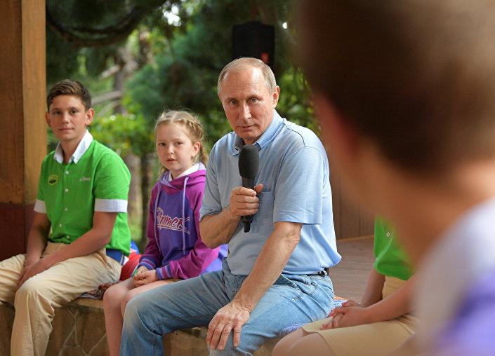 Vladimir Putin Artek'te
